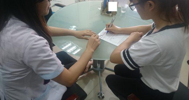 Tư vấn khách hàng trước khi làm xét nghiệm ADN